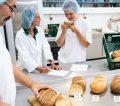 Backprodukt-Entwicklung - Teltomalz-Mitarbeiter testen neue Backprodukte